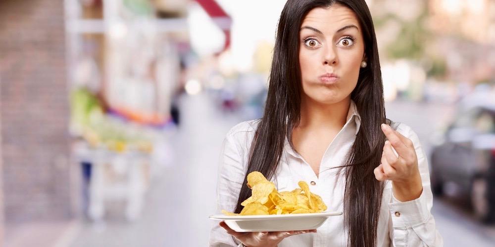 podjadanie chipsów